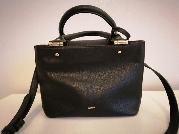 Torebka - kuferek czarny ze złotymi dodatkami firmy Parfois