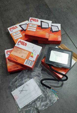 Naświetlacz LED 10 W firmy PILA - halogen