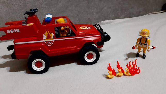Jeep strażacki z wyciągarką firmy PLAYMOBIL