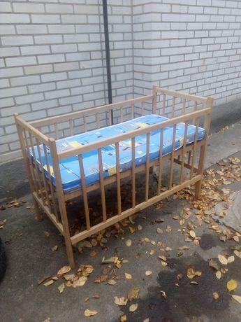 Дитяче ліжечко в гарному стані