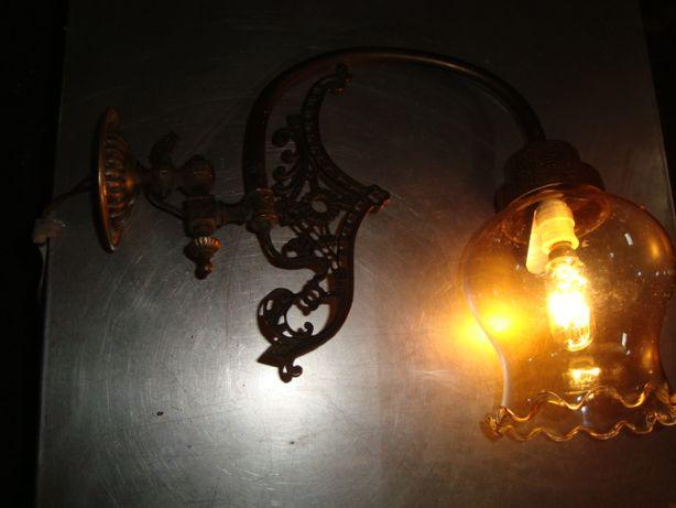 Candeeiro exterior de antiguidade em bronze