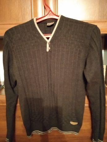 Продам свитер размер 48