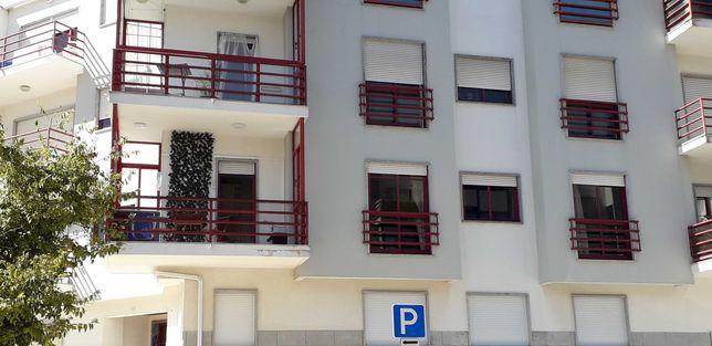 Alugo quartos a estudantes ou professores. St Antº Caparica.