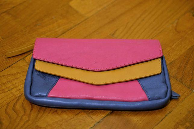 Carteira (mala) de mão / Clutch pequena de pele colorida