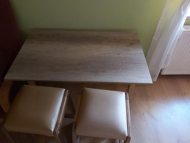 stolik i krzesła