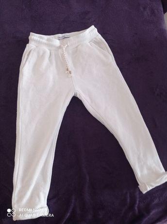 ***Z szafy Lenki***Reserved białe spodnie dresowe rozm.110