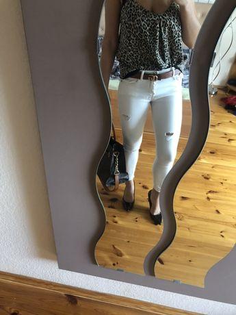 Beżowe jeansy