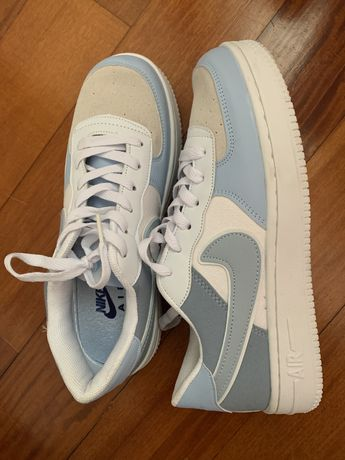 NOVO - Nike Air Force 1 - azul bebé