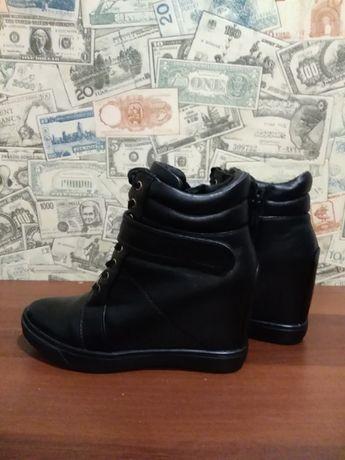 Ботинки чёрные(39 размер)