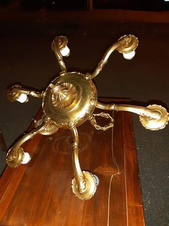 Lustre em bronze