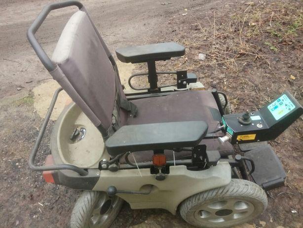 Продам инвалидную коляску на электроприводе