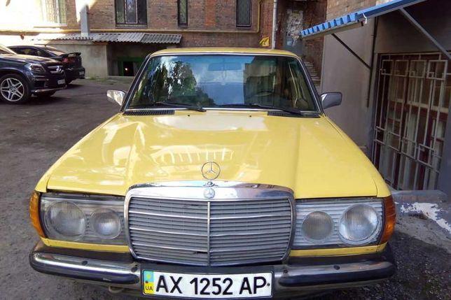Автомобиль MERCEDES W 123
