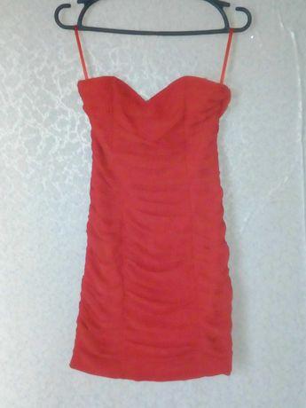 Красное приталенное платье Н&М без брителей, 150 грн
