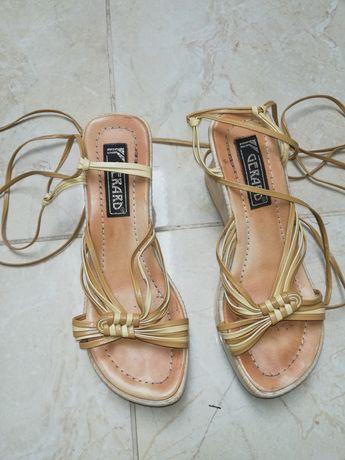 Sandałki na koturnie 38