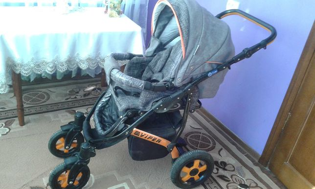 Дитяча коляска. .
