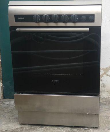 Vendo fogão a gás com um forno elétrico instalado