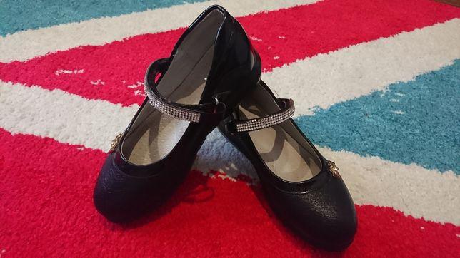Красивые туфельки со стразами на девочку 30 размер , 19,5 см