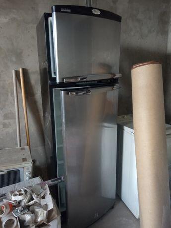 Холодильник Whirlpool ARC 4020IX