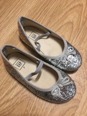 Piękne buciki dla małej księzniczki