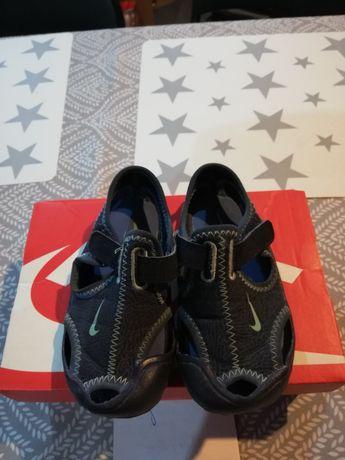 Sandałki Nike r. 23,5