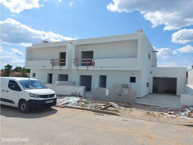 Moradia T4 nova | Garagem Individual | Logradouro | Cuba