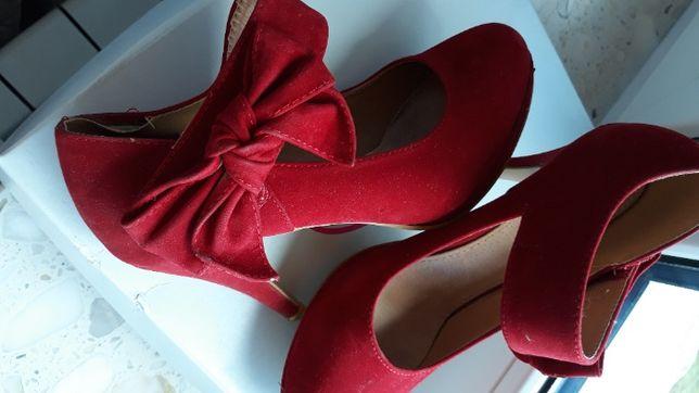 Czerwone buty na obcasie roz. 38