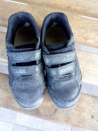 Кросівки шкіряні та чешки