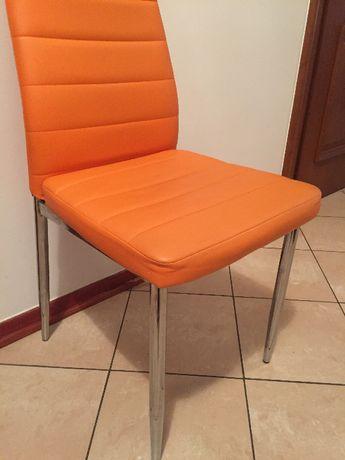 Krzesła z metalowymi nogami z ekoskóry