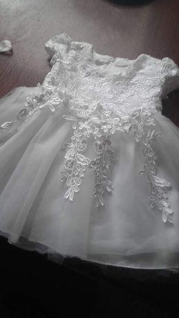 Sukienka do chrztu w komplecie z opaską i bucikami