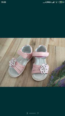 Дитяче взуття, кеди, сандалі, кросівки літні