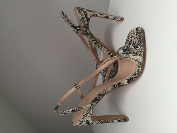 Nowe wężowe sandały Deezee