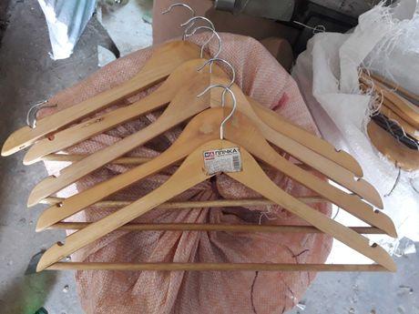 Деревянные плечики вешалки б/у из магазина,много.