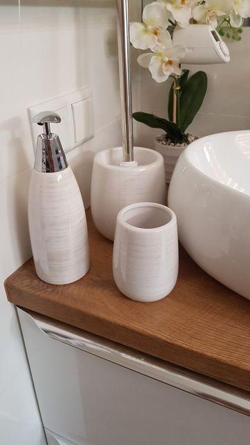 Zestaw łazienkowy perłowy biały srebrny dozownik kubek szczotka do wc