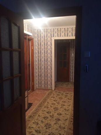 По улице Зины Белой на срок длительный,2х комнатная,все условия .