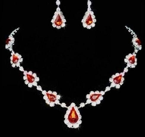 Srebrny (p.925) komplet biżuterii z kryształkami Swarovski i rubinami;