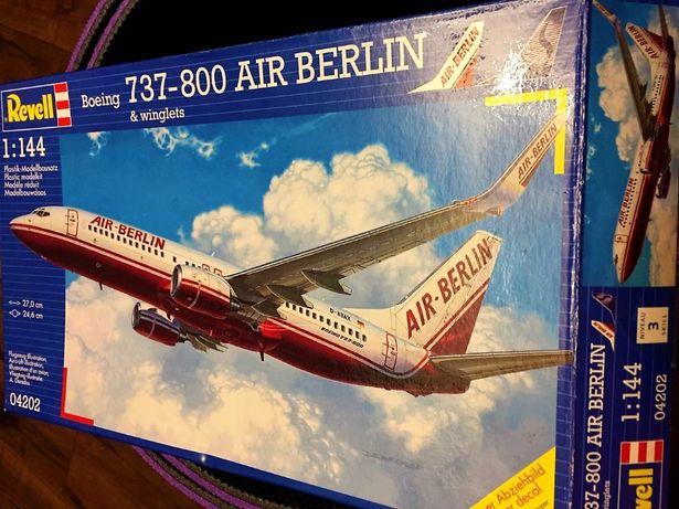 Модель самолета Boeing 737-800 Revell 1:144