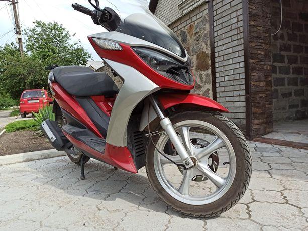 Продам мотороллер YIBEN 150