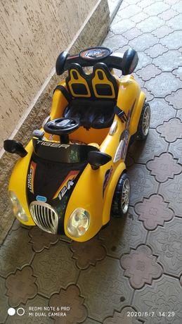Детская машинка на пульту для катания ребенка не более 40 кг