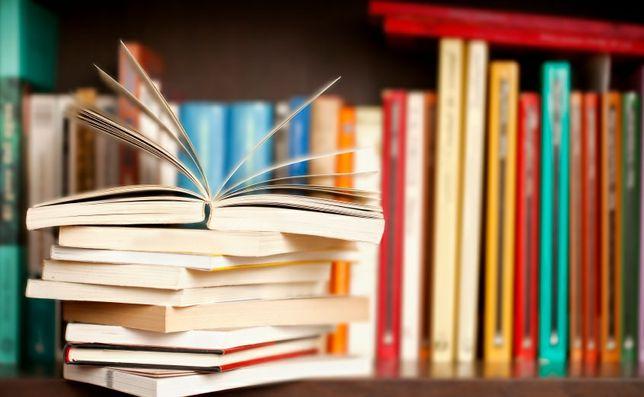 Conjunto de livros variados