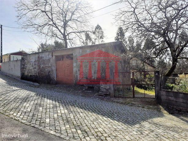 Casa Em Pedra Para Restauro Com Terreno