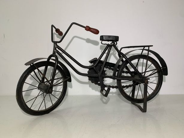 Stary rower metalowy model ruchomy