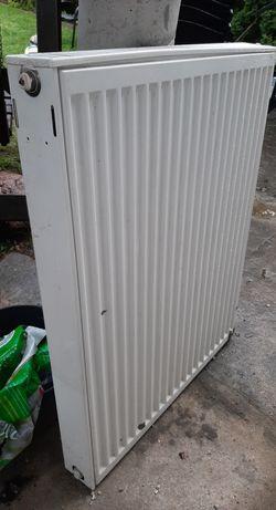 Grzejnik panelowy V 700x900 (wys) podłączenie od dołu