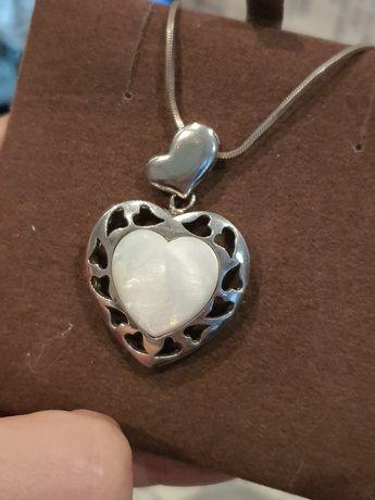 Srebrne serce z masą perłową z łańcuszkiem