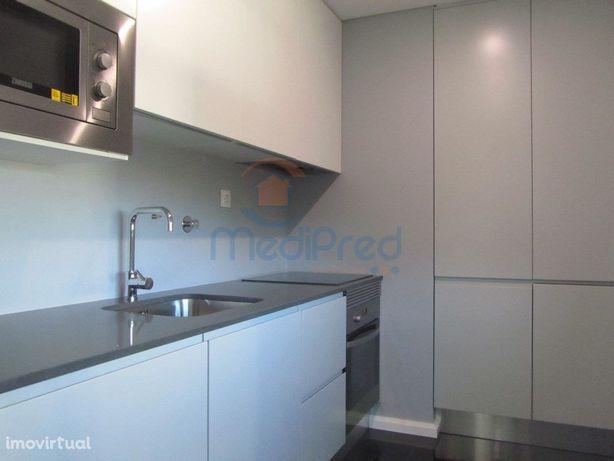 Apartamento T2 na Av. Columbano Bordalo Pinheiro