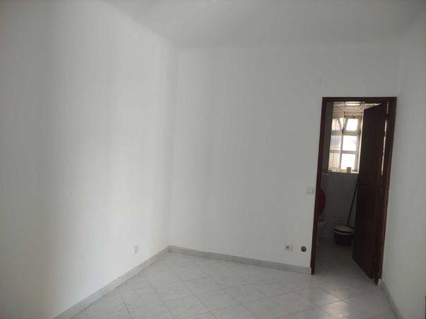 Casa T1 para arrendamento em Valejas, Barcarena
