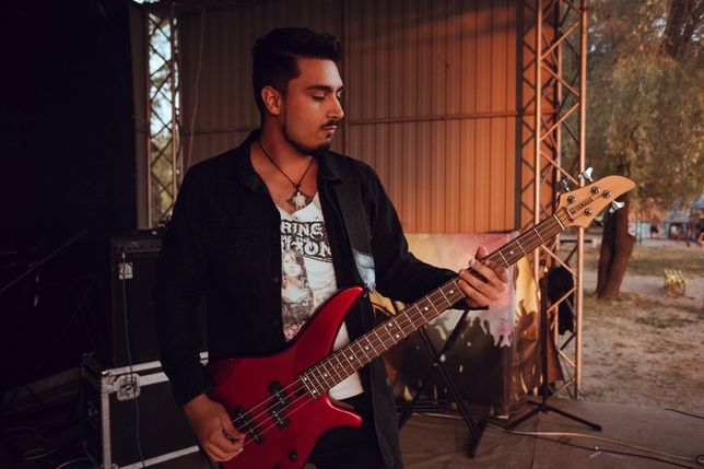 Басист ищет группу