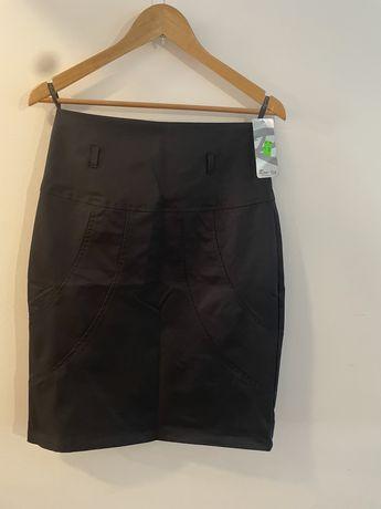 Dopasowana czarna spódnica ołówkowa 40 L