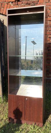 Witryna drewniana z lustrem i podświetleniem