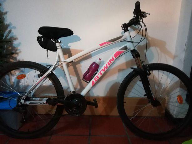 Bicicleta Rockrider praticamente nova