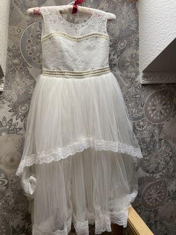 Прлдам шикарное нарядное детское платье